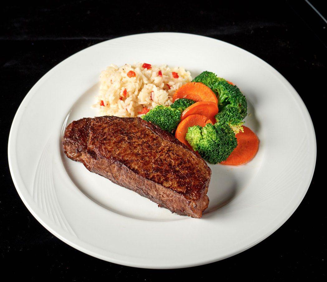 美式傑克兄弟牛排館主打「新鮮冷藏美國香甜穀飼牛肉絕非使用冷凍肉」的招牌,吸引許多...