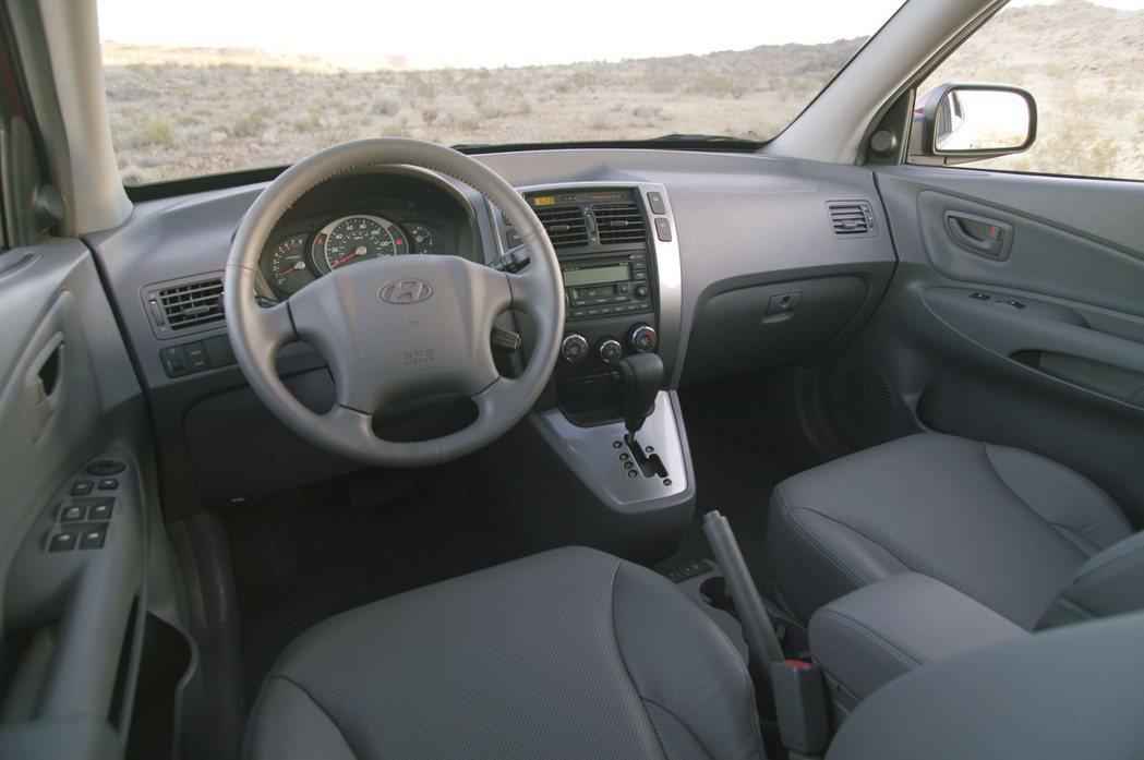 第一代Hyundai Tucson內裝。 摘自Hyundai