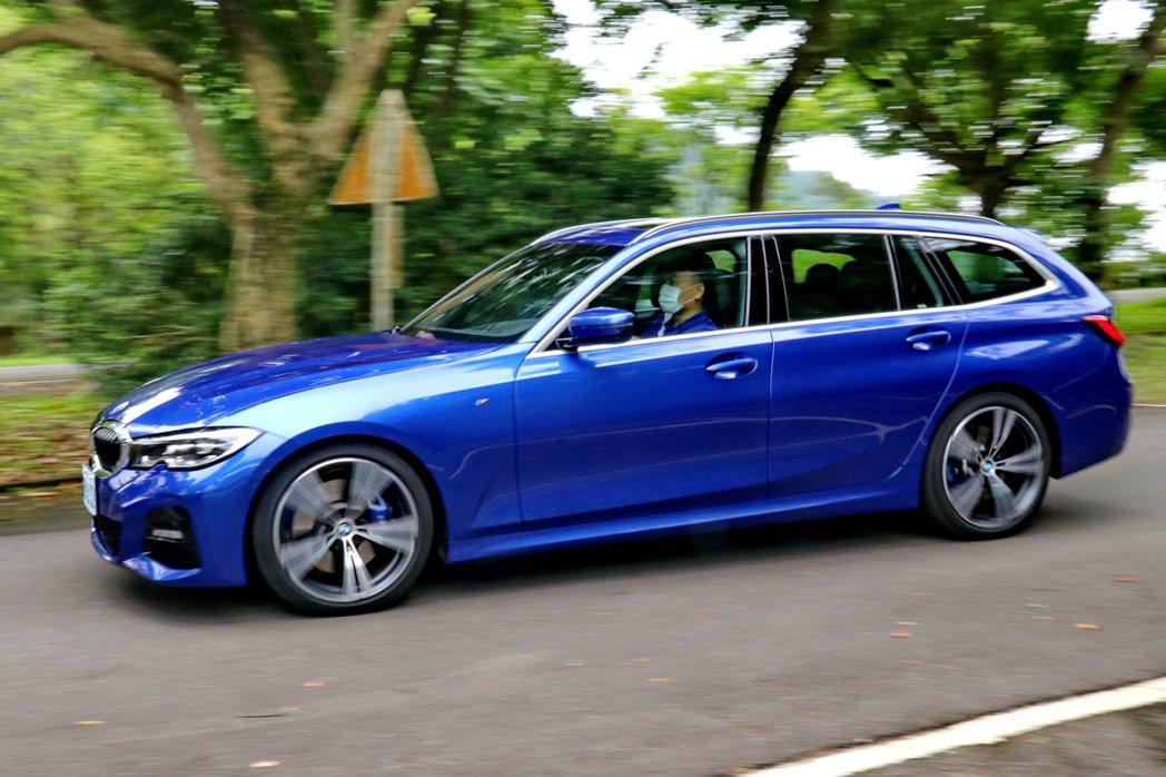BMW 330i Touring M Sport動態表現維持BMW水準。 記者陳...