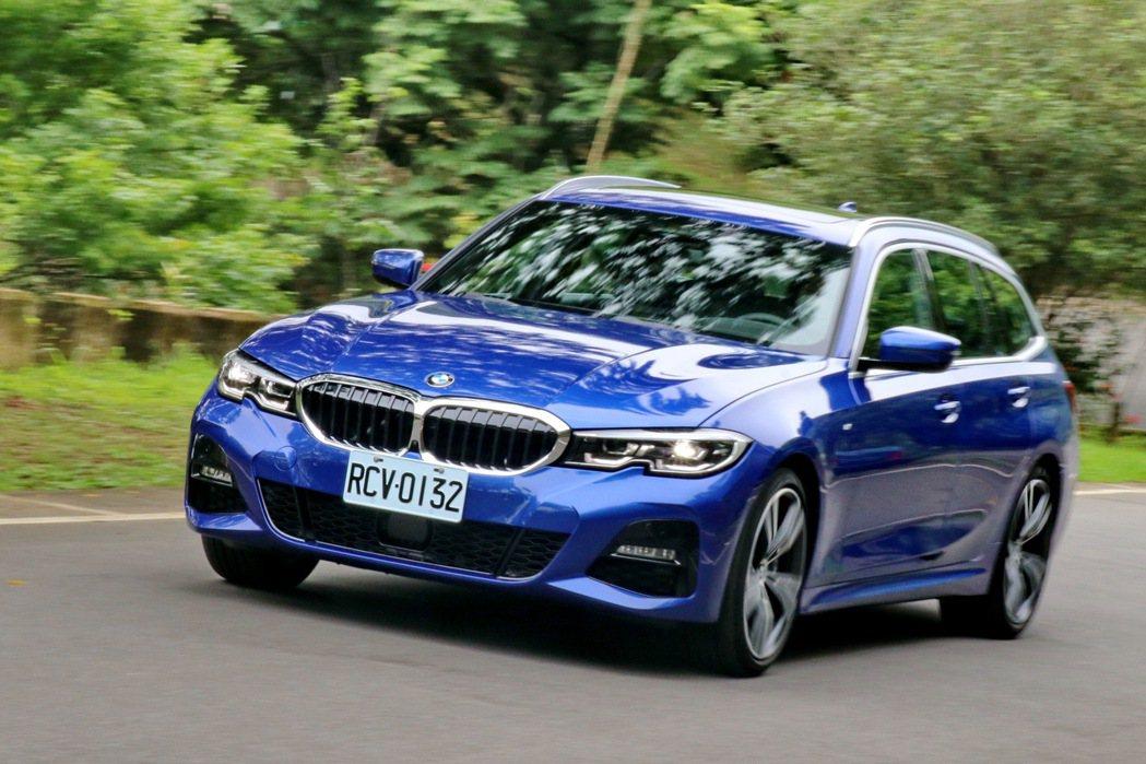 BMW 330i Touring M Sport在山路表現相當搶眼。 記者陳威任...