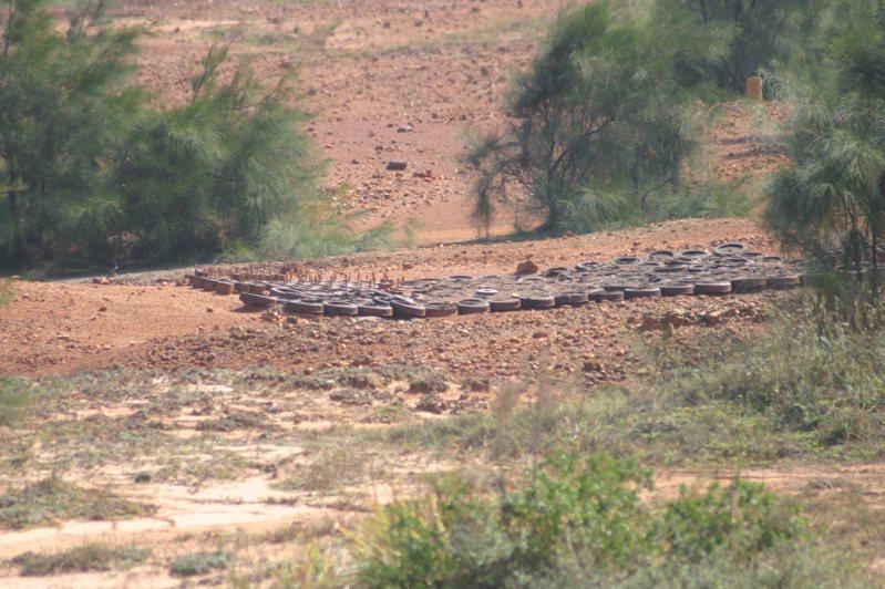 在兩岸對峙期間金門海岸雷區遍布,到2013年才完成排雷作業,向國際宣示成為「無雷島」。圖/金門戰地史蹟協會提供