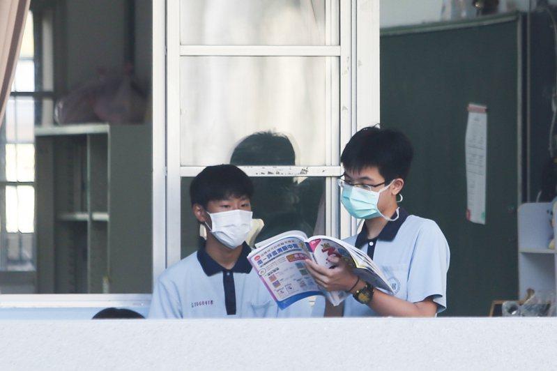 國中會考首日,第二節考數學科。記者黃仲裕/攝影