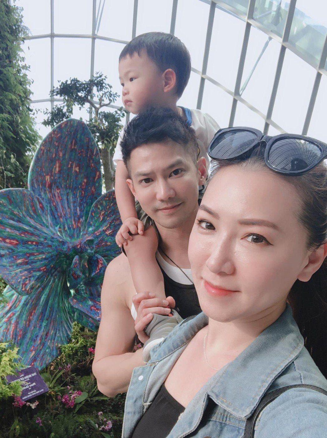 鄒承恩和老婆、兒子一家三口很幸福。圖/霍爾果斯天寶影業提供