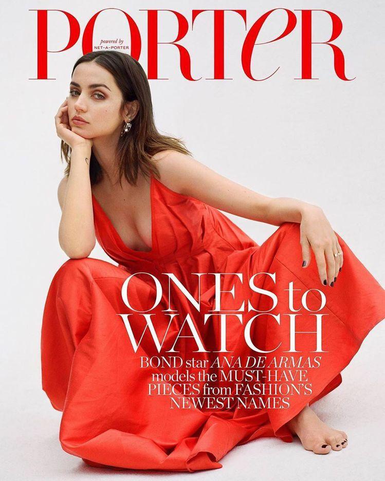最新龐德女郎安娜迪阿瑪斯的美照上了好幾家雜誌封面。圖/摘自PORTER