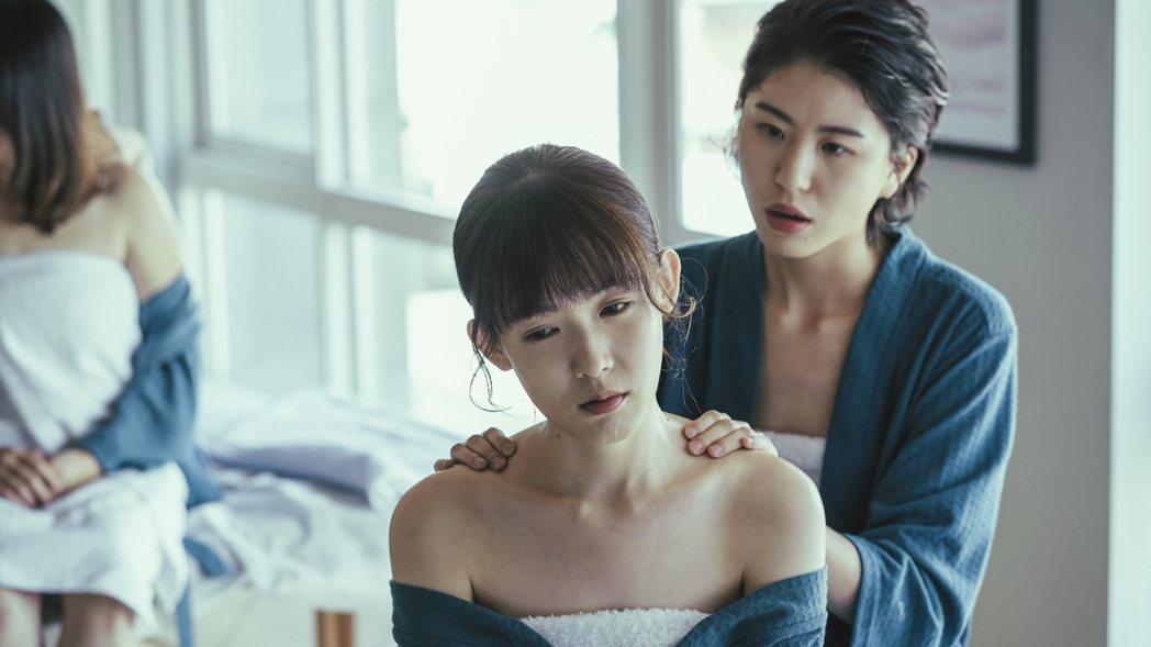 陳璇(右)在戲中飾演孫可芳的閨蜜。圖/華視提供