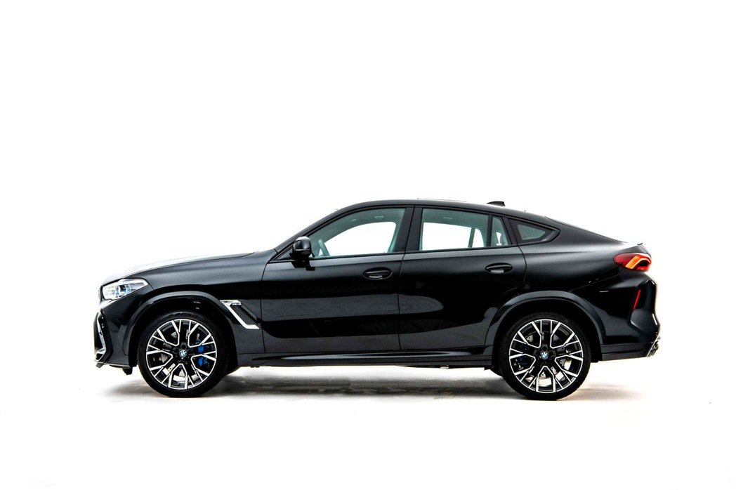 結合BMW SAV車款動感休旅跑格同時承襲M賽道基因的內外觀設計。 圖/汎德提供