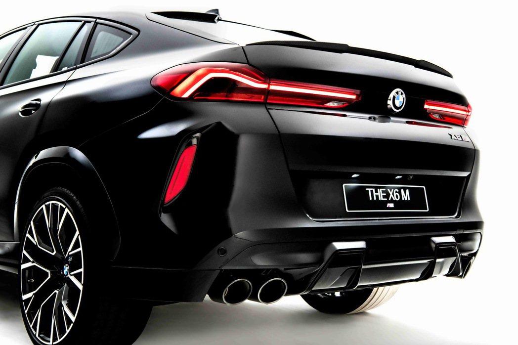 黑色雙邊雙出尾管的M運動化排氣系統讓X6 M聲浪更為狂野渾厚。 圖/汎德提供