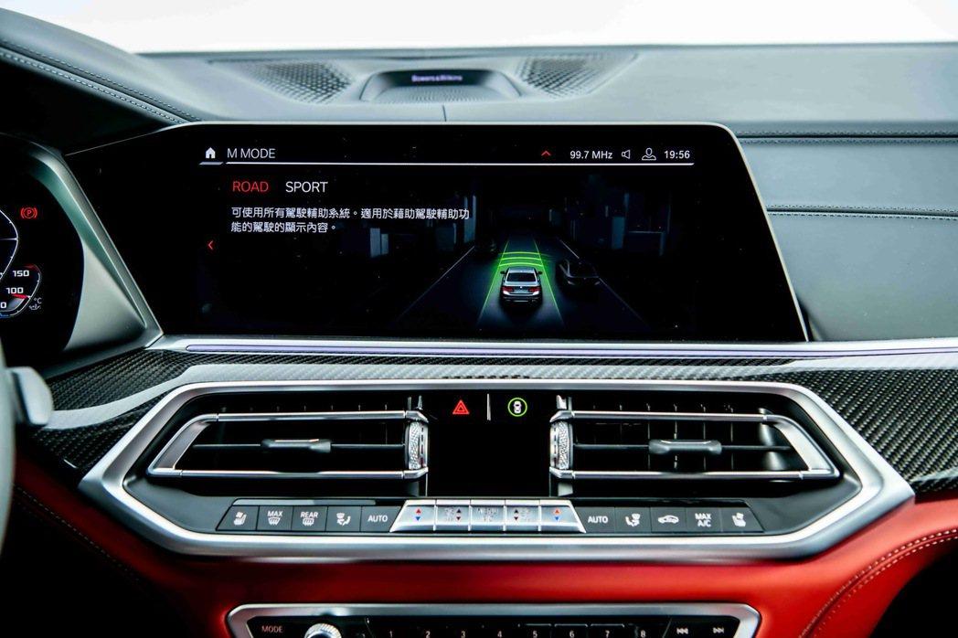 首度登場M MODE駕馭模式切換功能,可依路況與需求透過12.3吋中控觸控螢幕選...