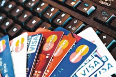 業務員推銷信用卡不成撂下這句話 她氣炸回家剪卡