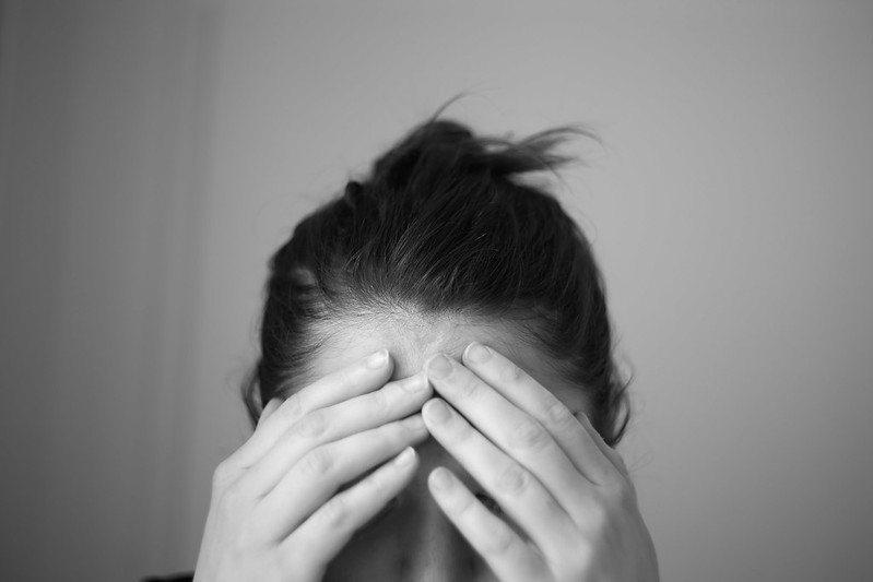 疫情封鎖與失去摯友讓許多大眾可能對精神衛生醫療服務的需求大增,導致體系遭癱瘓。(photo by Jose Navarro via flickr, used under CC License)