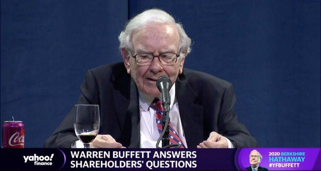 波克夏公司以視訊會議方式舉行年度股東大會,「股神」巴菲特答覆股東提問。 (路透)