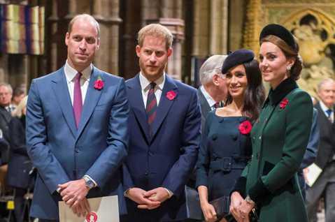 英國哈利王子與威廉王子被傳有心結好一陣子,近來彼此分別待在大西洋兩岸的美國和英國,長久沒有見到面,終於開始想念對方,利用視訊通話再度聯絡,逐漸恢復昔日的親密。根據皇室專家的說法,兩人破冰也讓各自的妻...