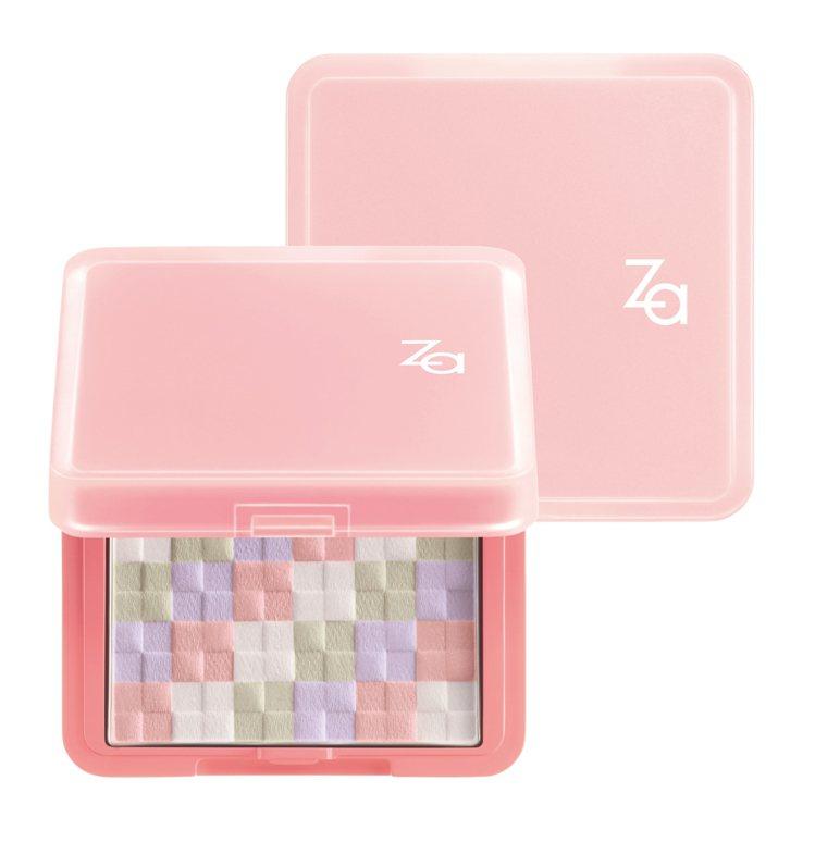 配上Za今年煥然一新的粉紅色包裝,讓顏色本來就很夢幻可愛的「絢色亮顏編織蜜粉餅」...