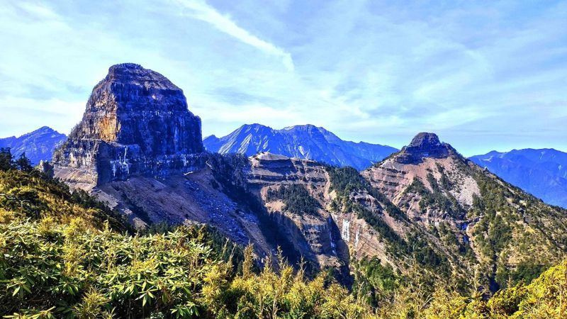 世紀奇峰大霸尖山登頂鐵梯,林務局1991年間拆除也曾爆發爭議。圖/擷自臉書粉絲專頁「登峰造極 雪霸之美」
