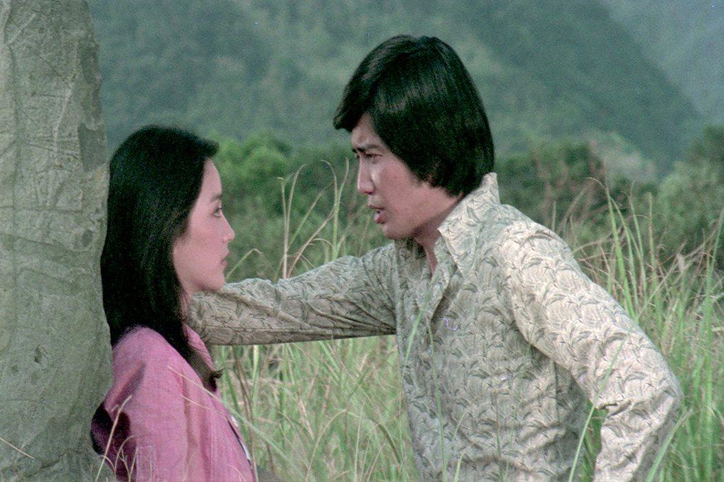 林青霞(左)與秦漢主演電影「我是一片雲」。圖/friDay影音提供