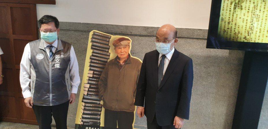 周文灿陪同苏贞昌到钟肇政灵堂致意。记者郑国梁/摄影
