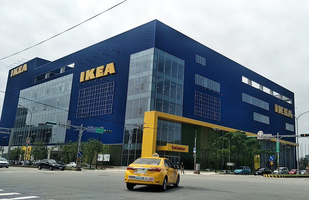 瑞典商IKEA宜家家居斥資60億元打造的IKEA桃園青埔店硬體外觀完工,該全台最...