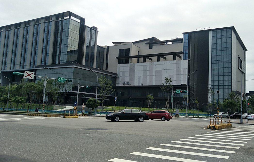 日本橫濱八景島建造的台灣八景島水族館硬體外觀完工,全台第一座巨型水族館預定今年夏...