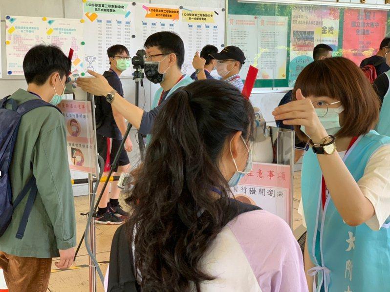 國中會考是疫情爆發以來第二場採高規格防疫的升學考,考生若不配合量體溫,將取消考試資格且不予補救。圖/教育部提供