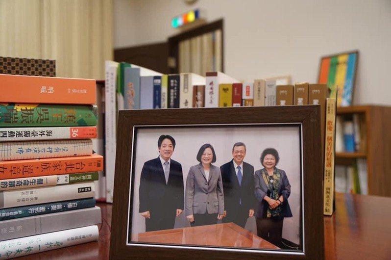 總統府秘書長陳菊宣布520後不再續任,並分享她與蔡英文、賴清德及陳建仁的合照。圖/取自陳菊臉書