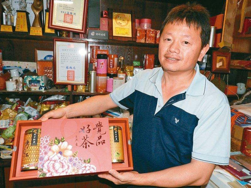 楊梅双霖茶庄負責人莊榮合,以「秀才紅茶」連續3年獲桃園十大伴手禮。 記者高宇震/攝影