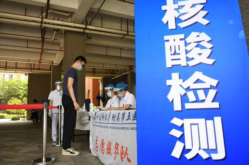 中國媒體報導,截至11日,中國人口第一大省廣東目前完成的新冠病毒核酸檢測量超過1041萬份,超越整個美國。 中國新聞社