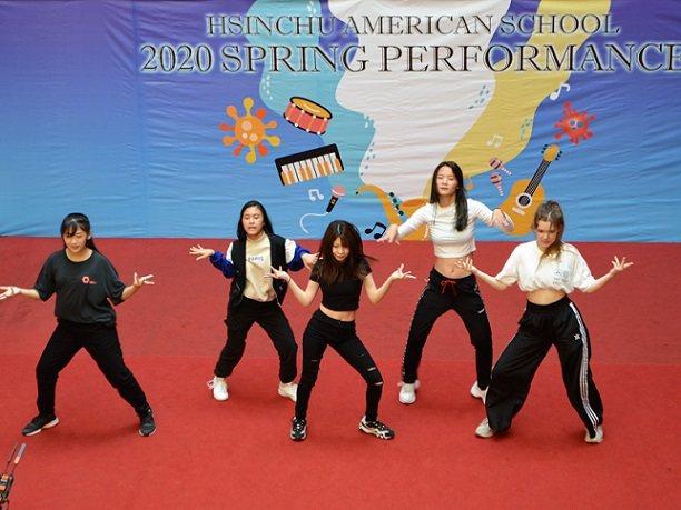 熱舞社團表演Brenda Hsiao(左起),Evelyn Lin,Angel ...