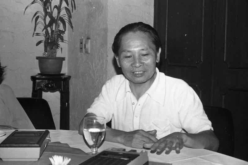 聯合報副刊邀請鍾肇政等專家一起談論通俗歌曲的民族化,攝於1978年。 圖/聯合報系資料照