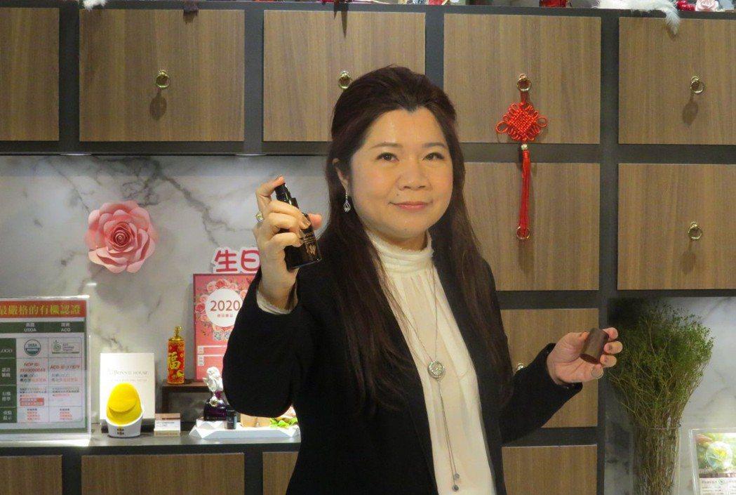 中華國際自然療法暨養生健康促進學會理事長張月園,致力推廣芳香療法,希望讓國人能深...