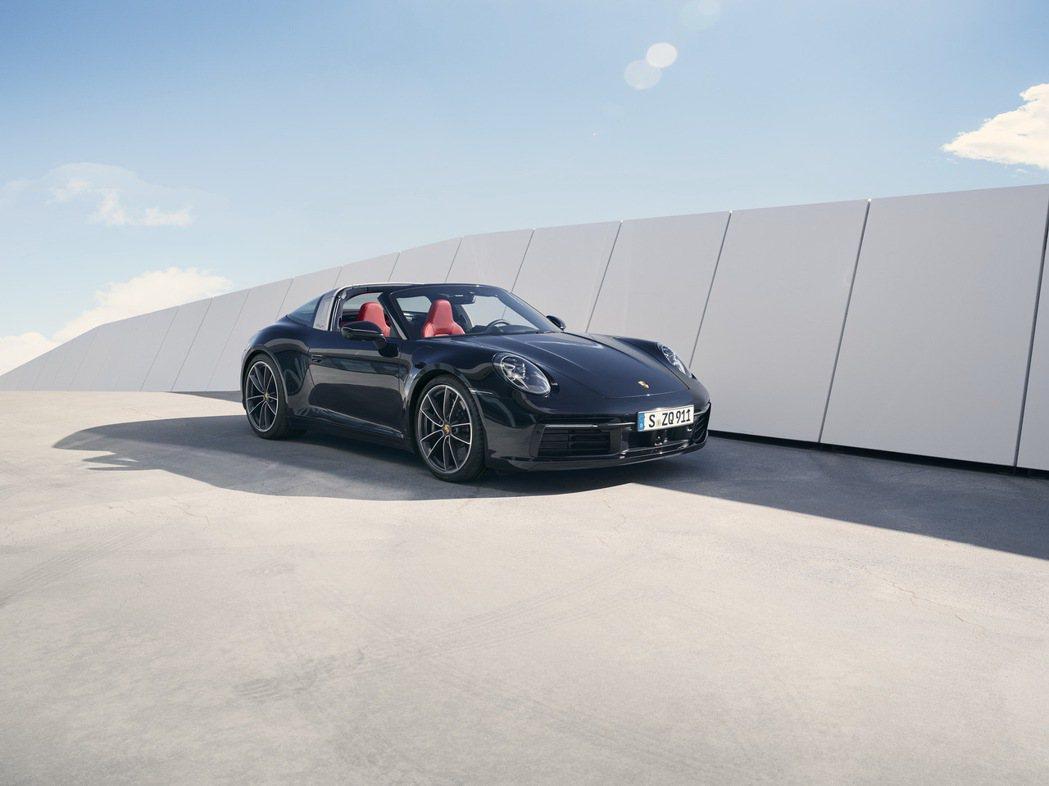 全新911 Targa 4S則具備450 PS(331 kW)的強悍動力,較前世...