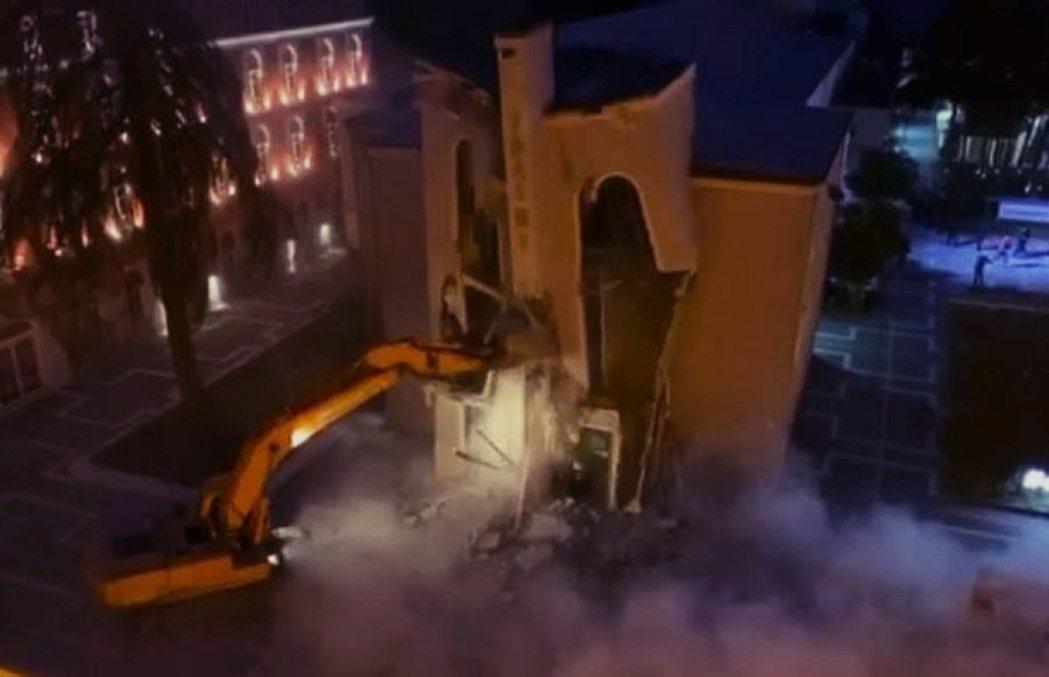 「首都汰舊換新,拆古蹟有何不可?」東歐國家阿爾巴尼亞,17日因為政府突襲拆遷擁有...