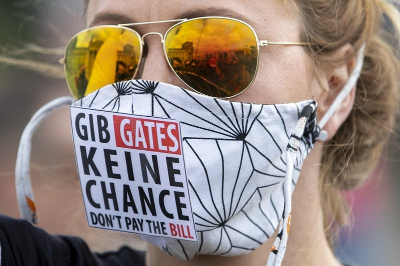 德國民眾上街反比爾蓋茲及「全面接種疫苗」理念,圖攝於5月16日。 圖/美聯社