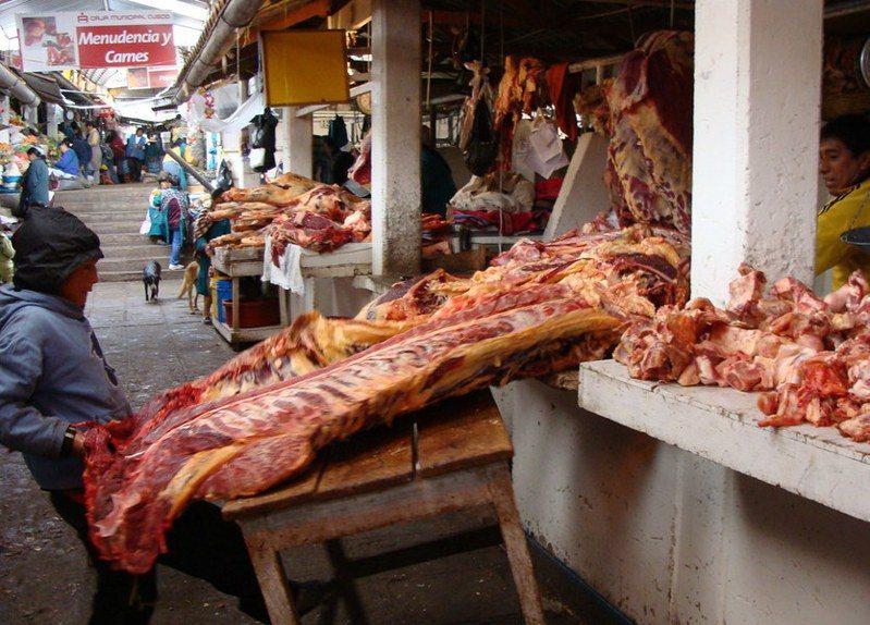 市場在拉丁美洲的文化和經濟中扮演重要角色,即使零售業巨頭如沃爾瑪進軍,市場在一般人民的生活中仍難以被取代。(Photo by Julia Manzerovavia Flickr)