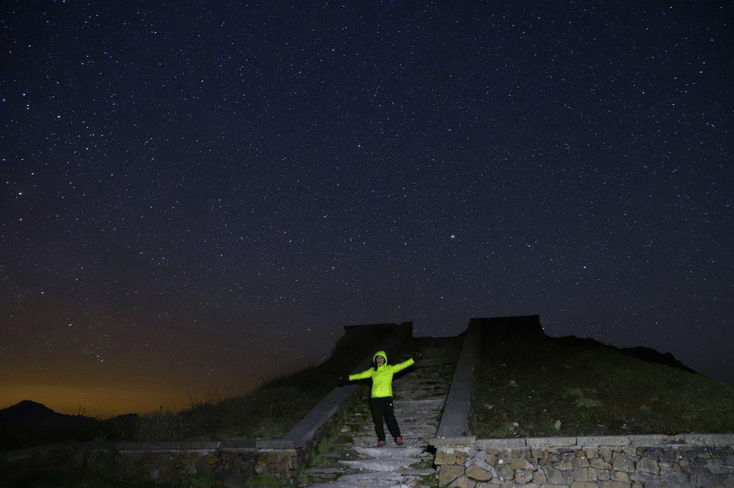 13. 瑪雅平台 夜拍銀河 (主峰登山口不遠處)