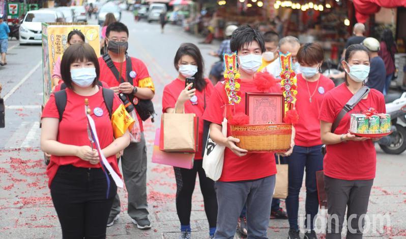 台北藝術大學師生組團遵循古俗到北港進香,感受台灣進香文化之美。記者蔡維斌/攝影