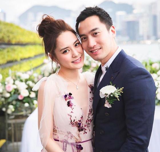 香港藝人鍾欣潼與台灣醫師賴弘國結婚不到2年,最近卻傳出離婚,引起輿論譁然。圖/取自賴弘國Instagram