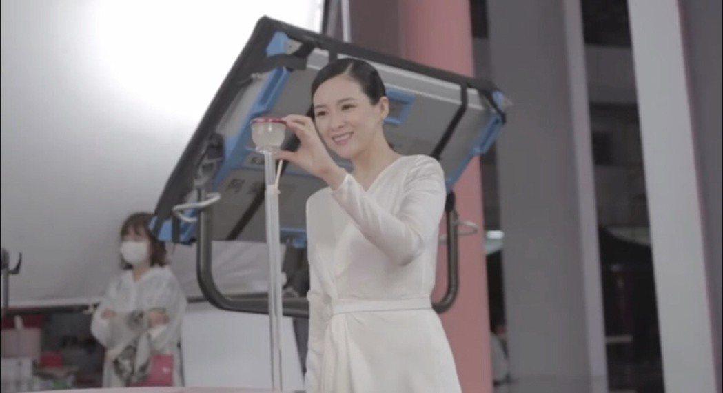 章子怡在微博PO上Vlog宣布復工。圖/摘自章子怡微博影片