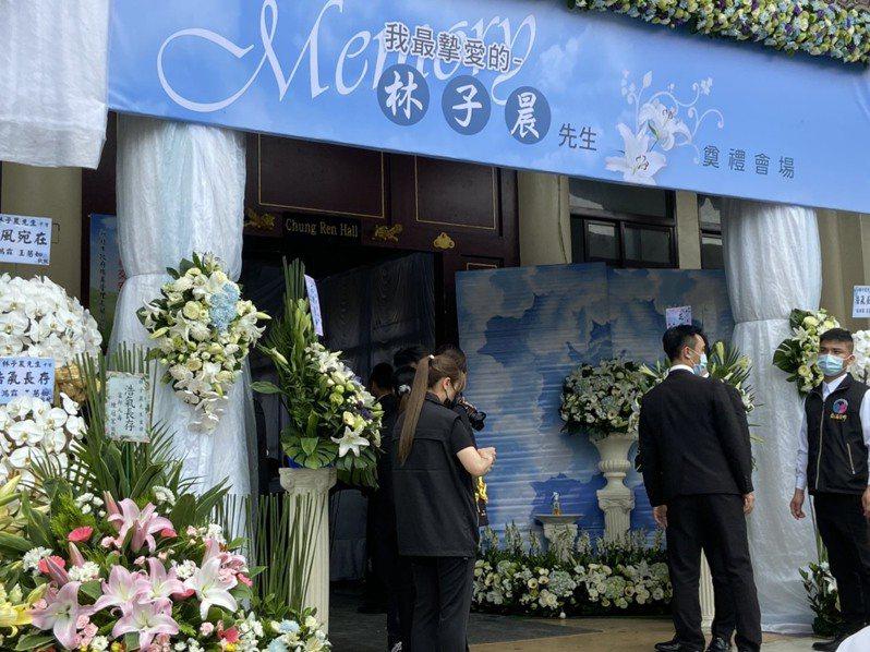 林森錢櫃大火中唯一不幸罹難的正職員工林子晨家屬今天在板橋殯儀館進行告別式。記者柯毓庭/攝影