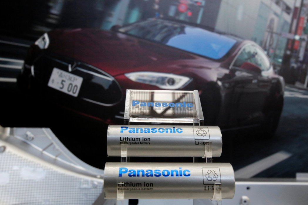 Panasonic截至3月底止的去年度獲利,受疫情影響下滑,但與特斯拉合作的電池...