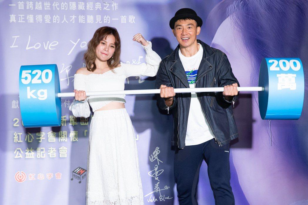陳曼青(左)推出單曲,劉畊宏獻上祝福。記者季相儒/攝影