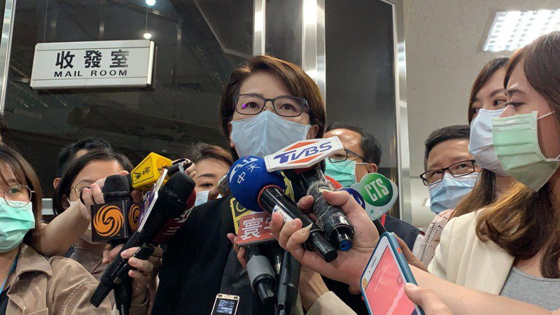 黃珊珊今晚在中山分局說明酒店舞廳申請復業規範。記者蕭雅娟/攝影