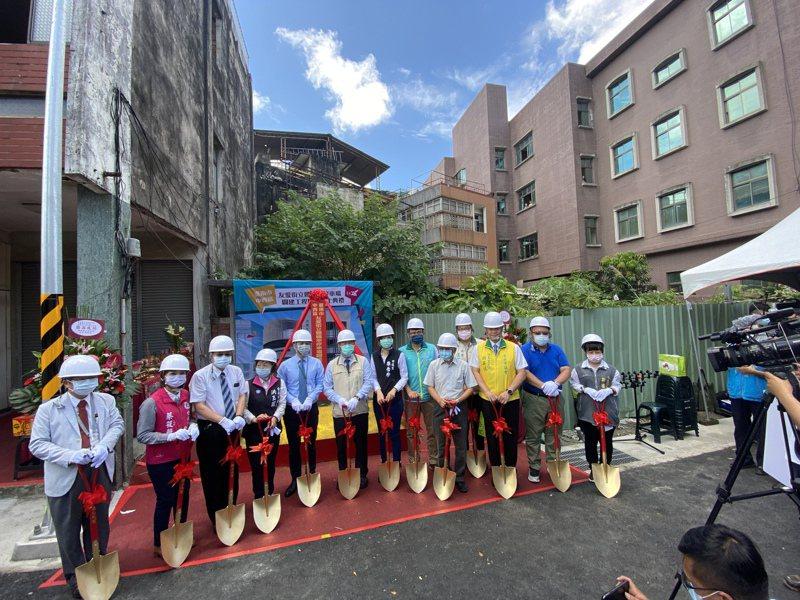 台南第一座機車立體停車場將設在台南市友愛街與開山路口,昨天舉辦動土典禮 。記者修瑞瑩/攝影