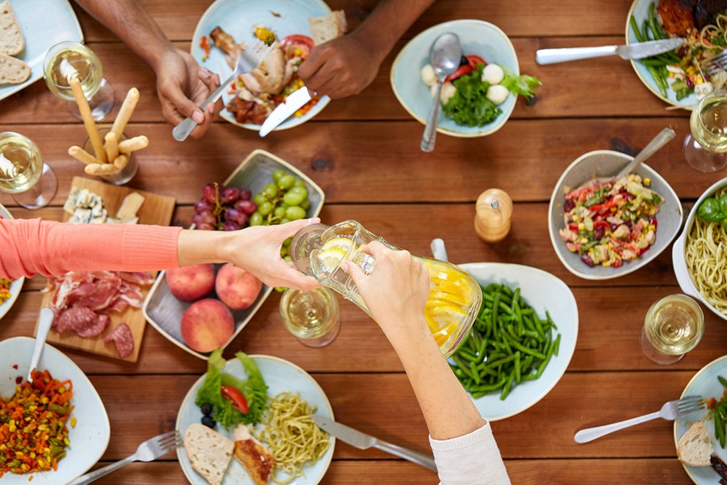 疫情過後報復性吃喝的行為不可取,特別是有膽胰基礎疾病及血脂高的肥胖人群要尤為重視...