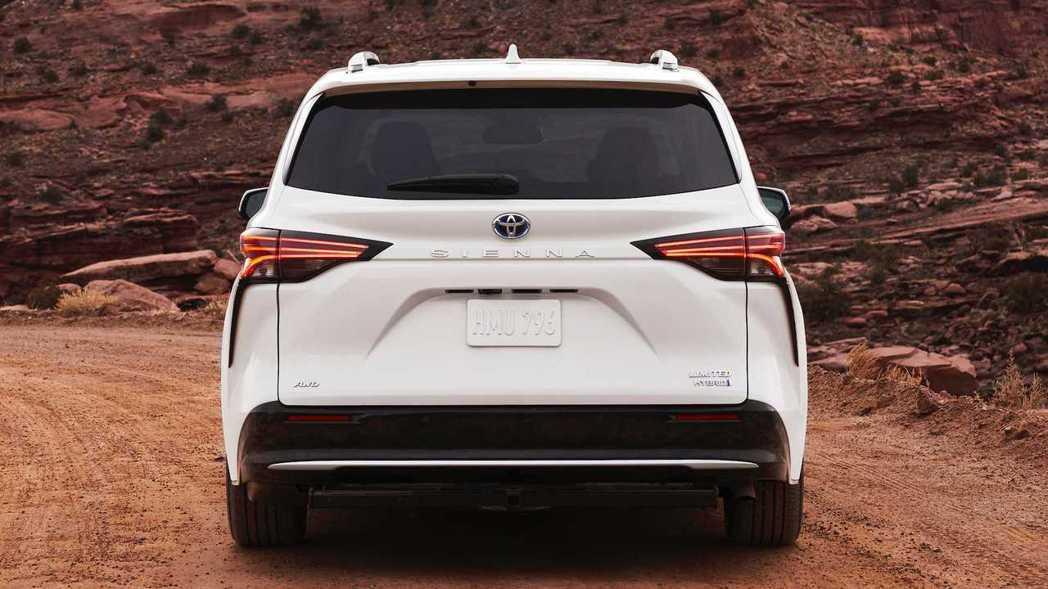 車尾則是採用類似Lexus LC的淚溝式設計,相當別出心裁。 摘自Toyota