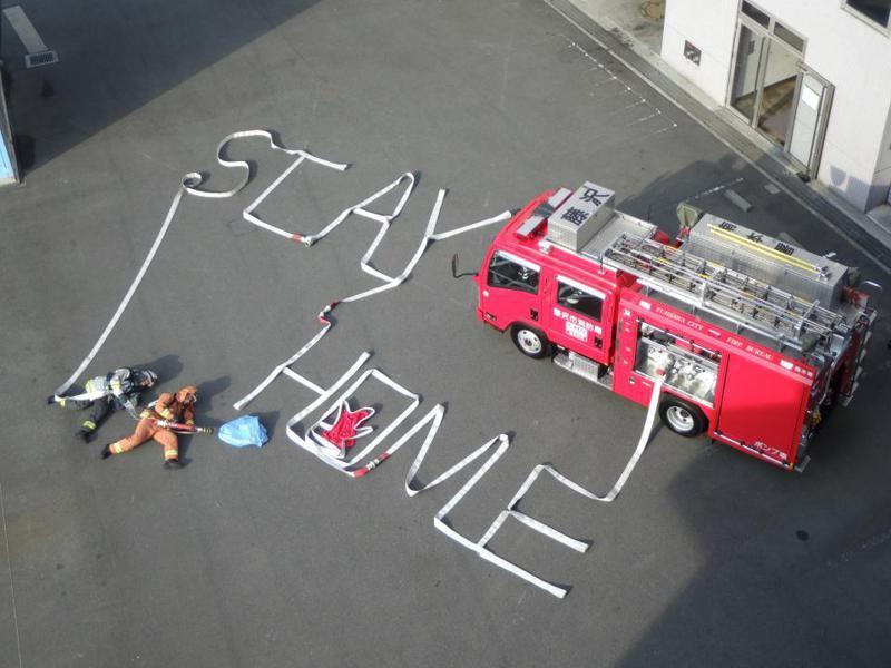 日本神奈川縣的消防員,利用消防水帶創造出有趣的藝術。圖/J-Town