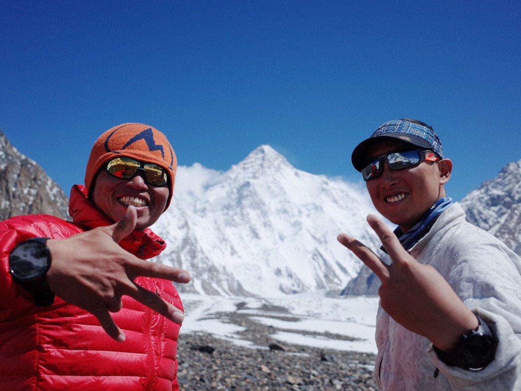 早在求學時期,呂忠翰(左)和張元植(右)就知道K2的凶險與傳奇色彩,台灣從未有登...