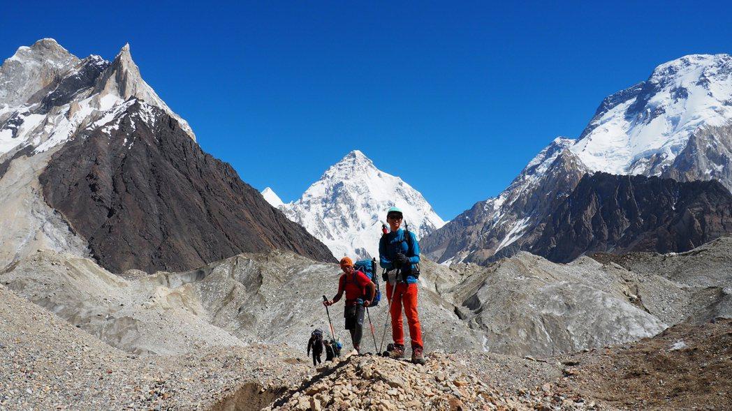 呂忠翰與張元植組織的登山團隊自K2離開。 圖/呂忠翰、張元植、陳德政提供