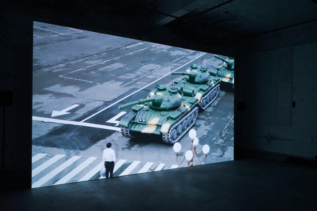 錄像作品《犬儒共和國:1989》取材自1989年六四民運。 圖/翁家德拍攝