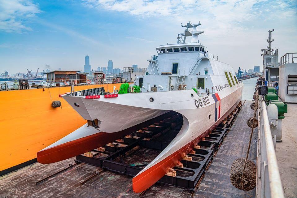 噸位更小的沱江級巡邏艦,能支援近岸掃雷任務,讓台灣擁有更充沛的水雷反制能力。圖為600噸級安平艦。 圖/海巡署長室臉書