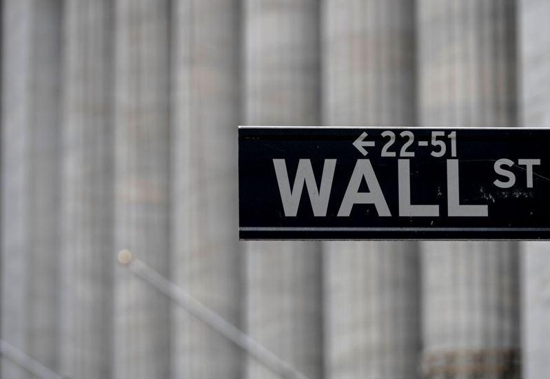那斯達克將對IPO將實施新門檻,圖為紐約華爾街路標。法新社
